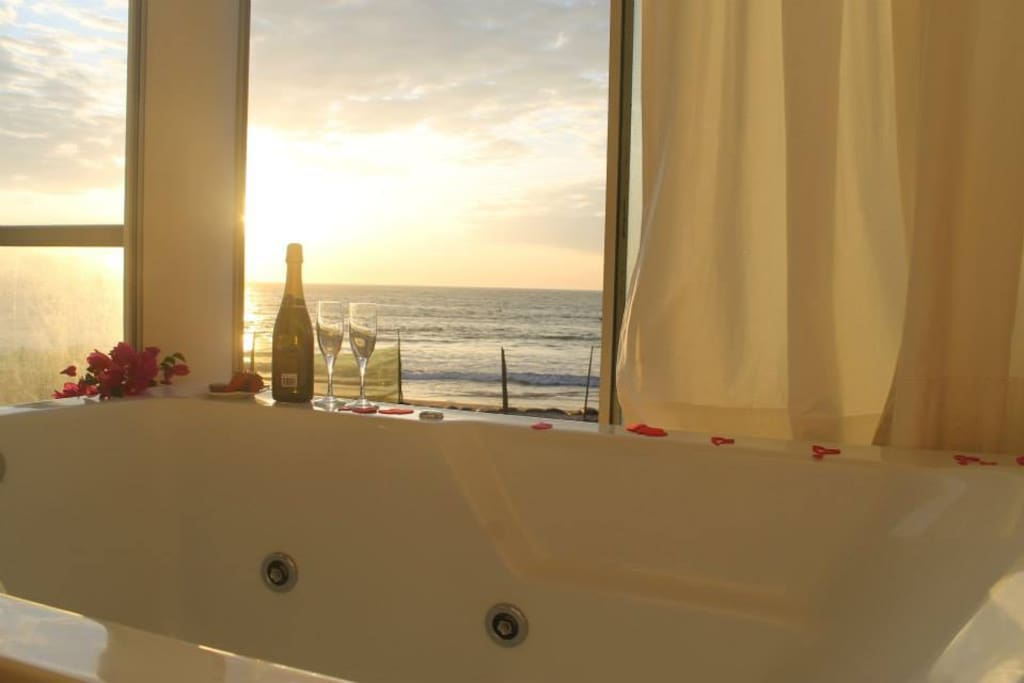 Jacuzzi Master Suite with sunset view