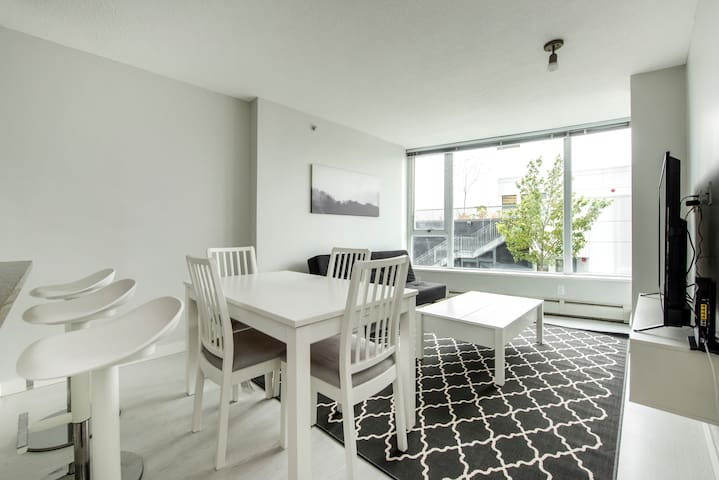 Luxury 2bed, Downtown Vancouver, Gym&Pool+Parking
