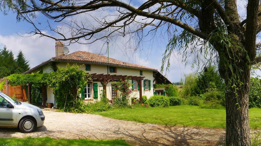 Breathtaking Views French Farmhouse - Verlhac-Tescou - House