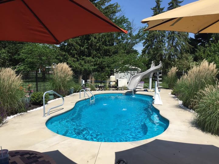 PRIVATE heated pool & hot tub, dogs ok, Keeneland