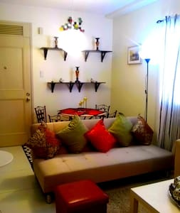 Luxurious Two Bedroom With Balcony & Parking Space - Parañaque