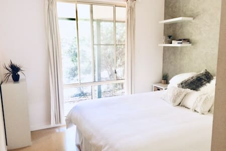 Room in peaceful, leafy Goonellabah home