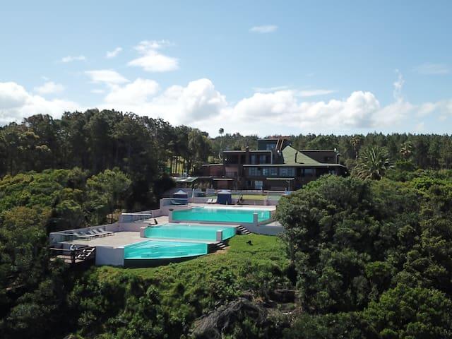 Exotic Tsitsikamma Oceanside Luxury Lodge & pools