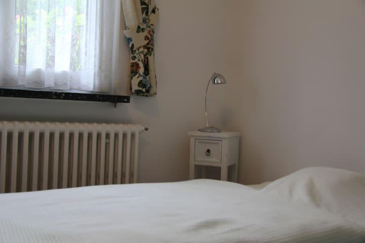 Sauberes Einzelzimmer in angenehmer Atmosphäre