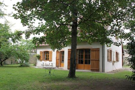 Maison familiale dans jardin boisé - Saint-Denis-sur-Loire - Casa