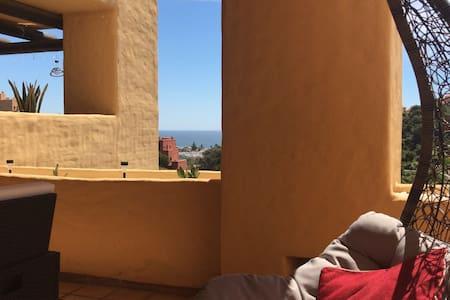 Apartment with sea view in Coto Real, La Duquesa