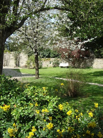 Chambre calme, jardin proche gare
