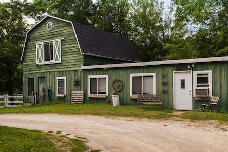 Rustic Barn /Studio *Country in the City*
