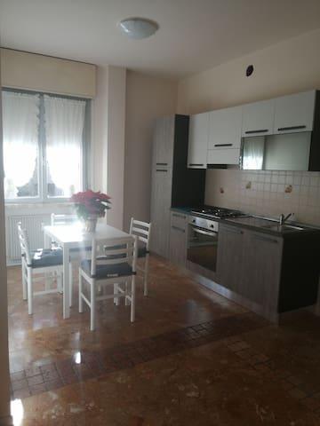 Intero Appartamento + p. privato a 30m dalle FS
