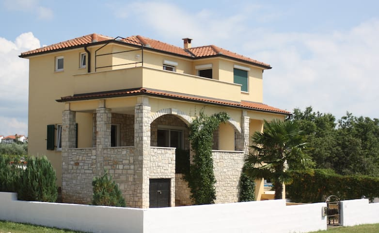 Spacious Family Villa With Pool - Poreč - Haus