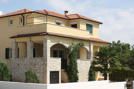 Spacious Family Villa With Pool - Porec - Σπίτι