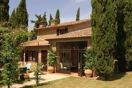 Casa Pindaro, immersa nel verde - Panicale - Villa