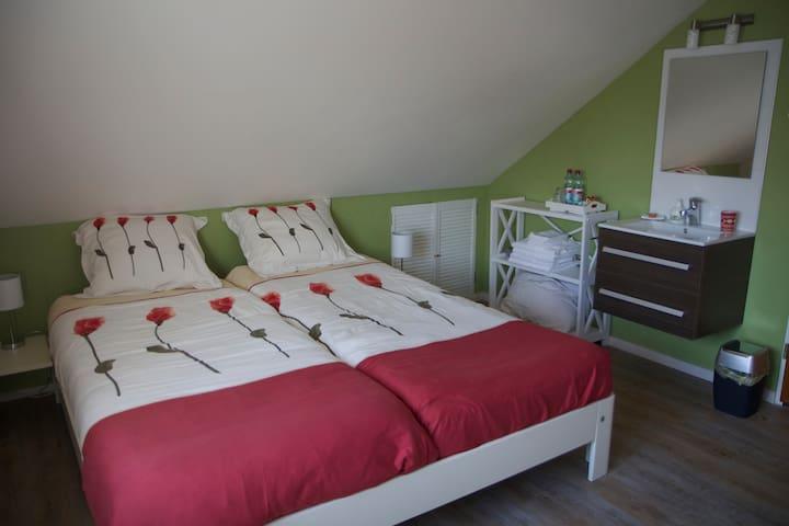 Ruime, rustige kamer dicht bij zee! - Zoutelande - Bed & Breakfast