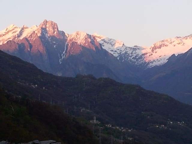 View to the Swiss mountains on the East-Side.