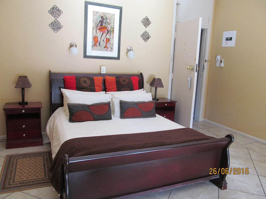 Penny Black - queen size bed and double sleeper couch. En-suite bathroom with bath and shower. Balcony