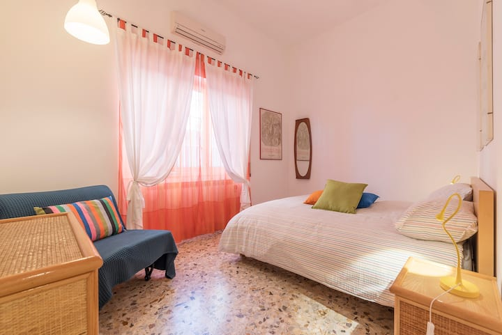 Gemelli Hospital- Apt with Terrace Perfect x2!