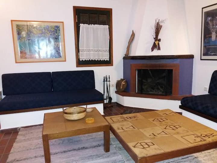 Άνετο σπίτι μέσα στην Αράχωβα-Ήσυχο Σημείο