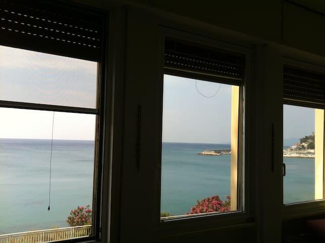 Appartamento con vista spettacolare - Finale Ligure - Apartment