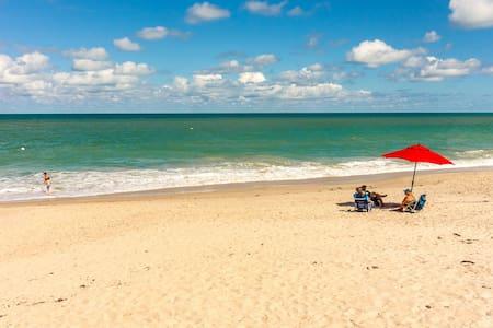 Oceanfront Timeshare on Beautiful Vero Beach, FL - เวโรบีช - อพาร์ทเมนท์