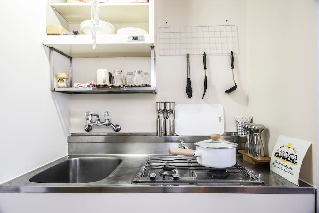kitchenette , cook yourself a meal! 2 cooker flames and pots & pans.