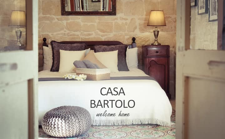 Casa Bartolo: A Hidden Gem - Spacious Village Home