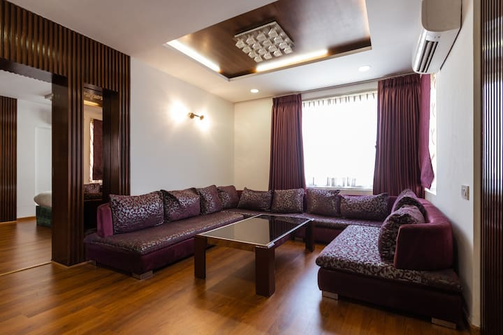 OYO Premium 1 BR Stay near Riverfront Flower Park
