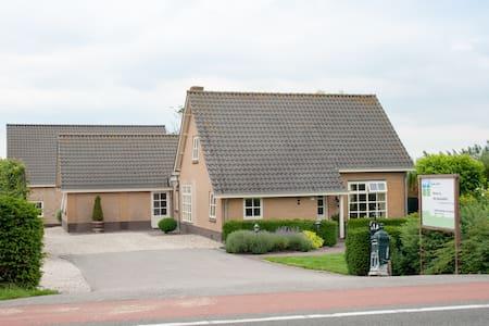 Luxe villa naast woonboerderij - Montfoort - Villa