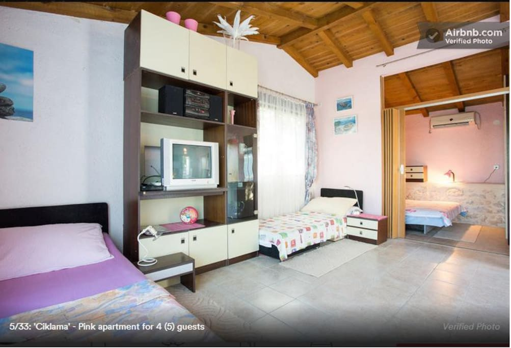 Pink apartment for 4 (5) guests