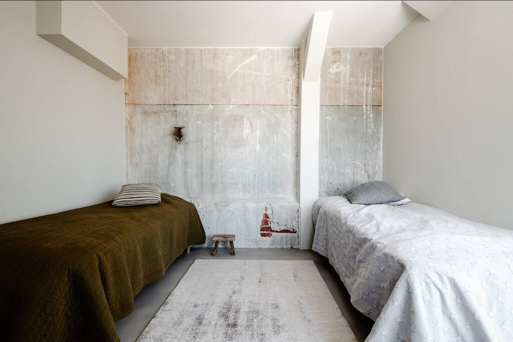 second bedroom / toinen makuuhuone