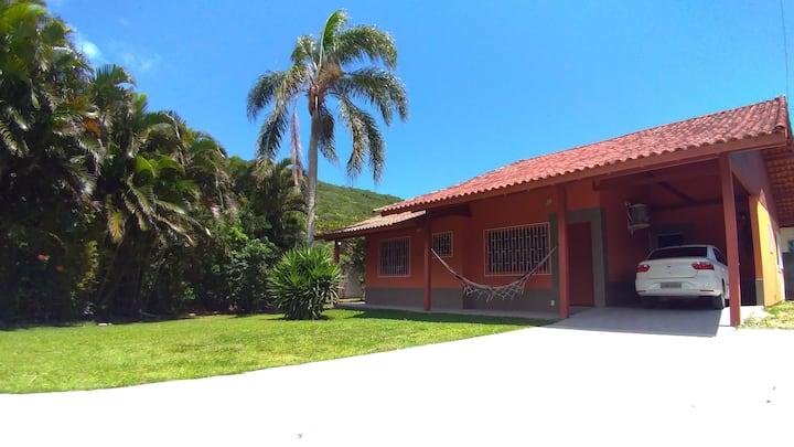 Casa única praias Armação e Pântano Sul em Floripa