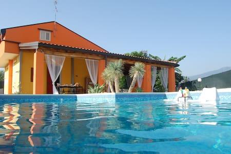 casa de praia OMBRA E CAFFE - มาสกาลิ - วิลล่า