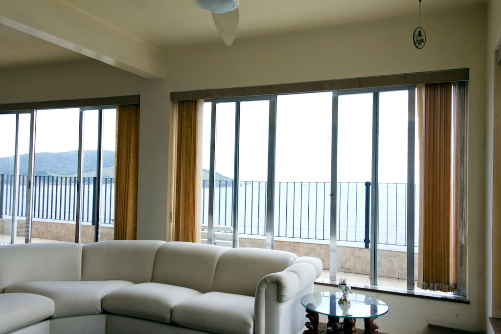 Oceanfront penthouse-great view!!