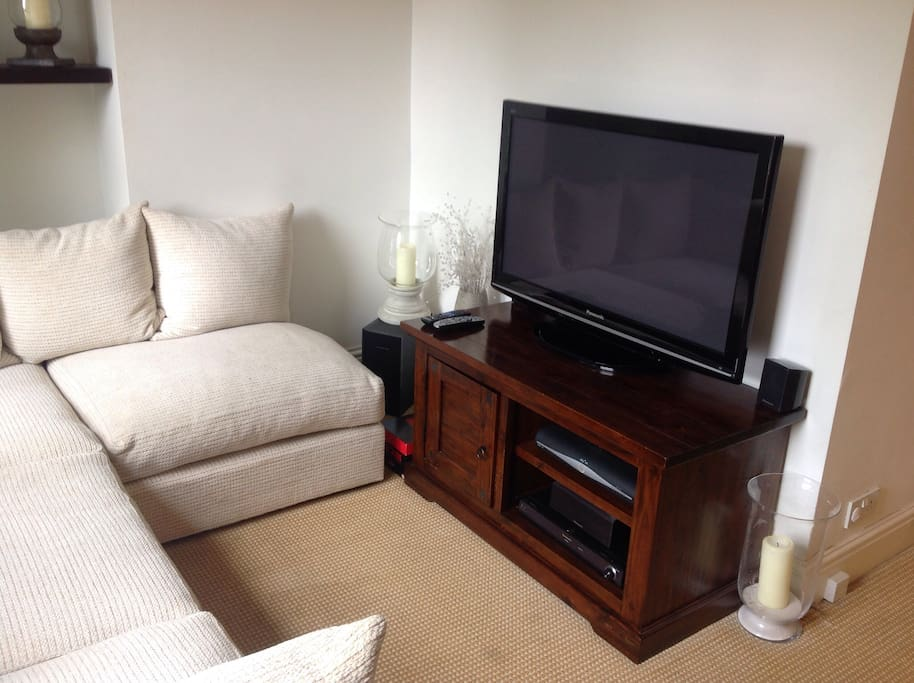 Large HD TV with all the sky basic channels and a BLU Ray DVD player