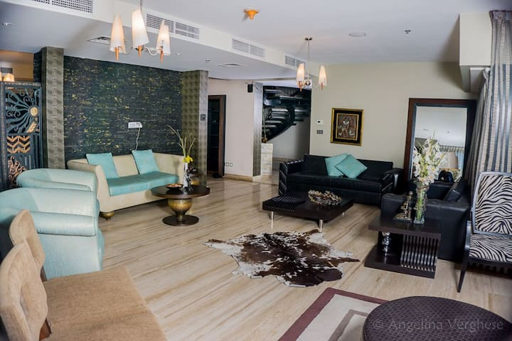 Luxury 5BR Penthouse in a Posh locality