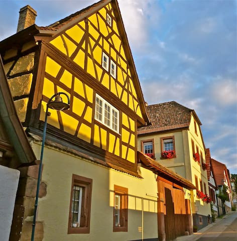 1556 Haus Bed and Breakfast - Gleisweiler