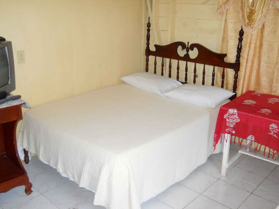 Two double beds in this cabin.  Daily maid service in all units.