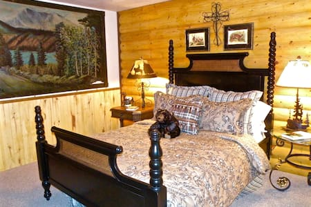 "Cozy ""Bearly Heaven"" Lodge. Be Pampered in Style! - Bayfield - Jiné"