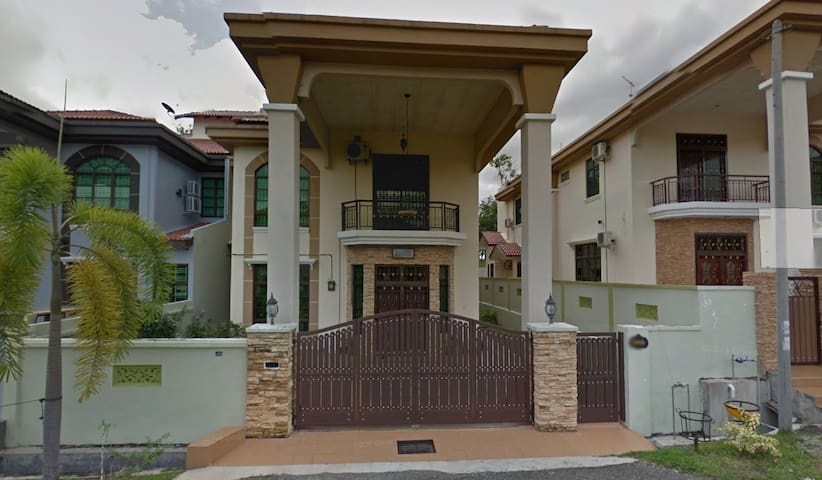 1 Mid-sized Room To Rent OUT in Melaka. - Durian Tunggal - Hus