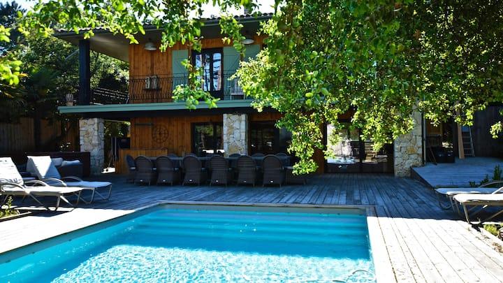 Belle villa avec piscine chauffée à La Vigne