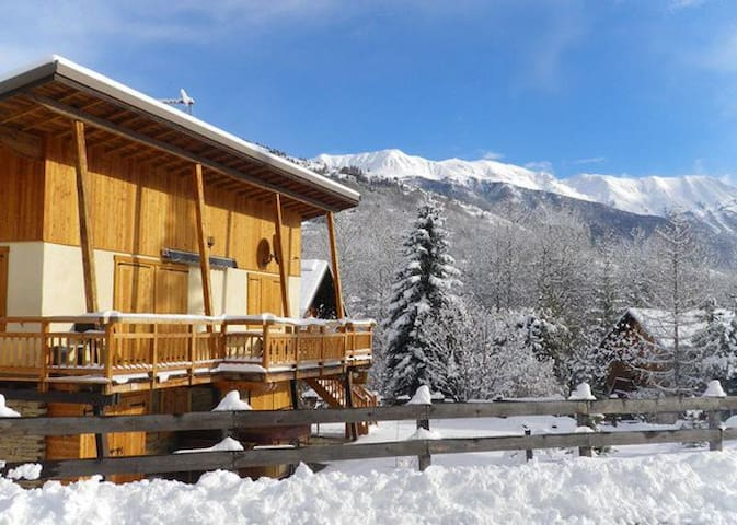 Self-Catered Chalet w/ Hot Tub 5 min walk to Piste - La Salle-les-Alpes - Chalé
