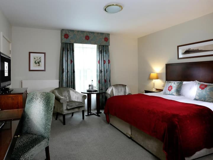 Essential Travel Only: Shiny Room Double Bed At Longhorsley
