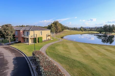 VILLA ON THE GREEN || The perfect Hunter location - Lovedale