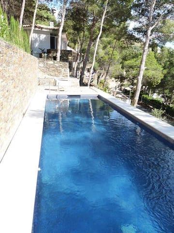 Charmante villa avec vue sur mer et montagne