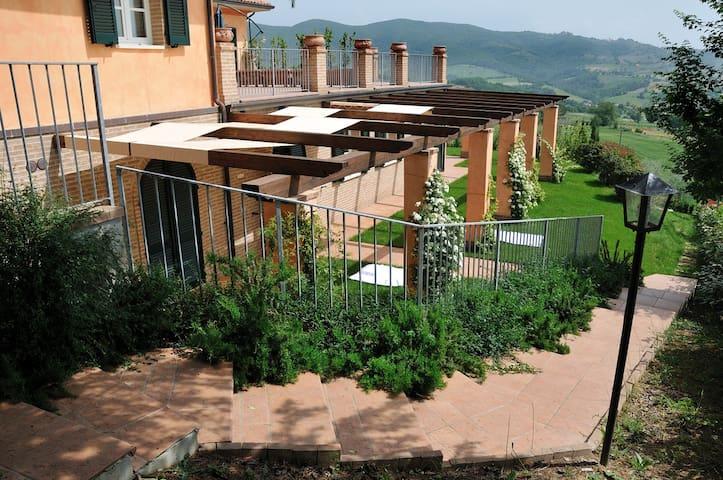 Casa con bellissima vista panoramica e piscina - Gualdo Cattaneo - Apartemen
