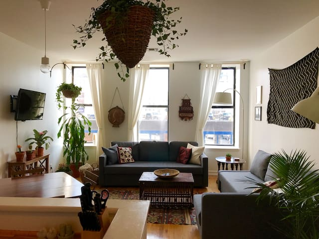 Bright uptown apartment in the heart of Harlem