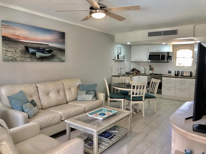 5 * Condo,  modern with a beach twist Oasis!!