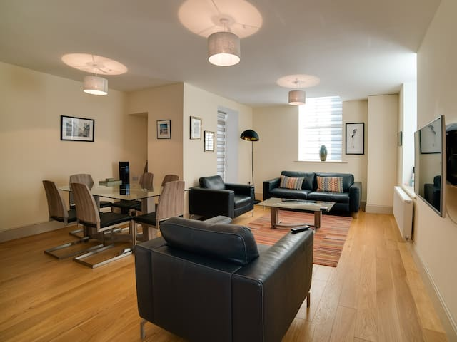 CS Serviced Apartments - Luxury Two Bedroom