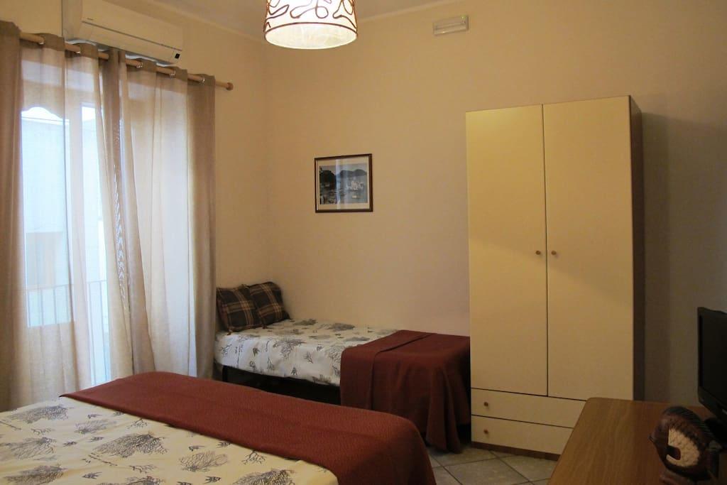 Camera da letto- panoramica- Casa Simone Eolo a Lipari