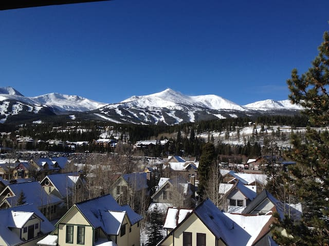 Just off Main, Walk to Gondola, Snowshoes Included