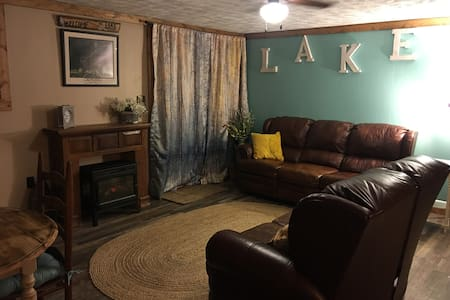 The Cozy Little Lake Cottage